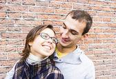 Portrét páru láska všeobjímající pohledu šťastný — Stock fotografie