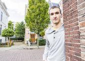ハンサムな男性屋外の肖像画 — ストック写真