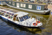 View on houseboats, Amsterdam, the Netherlands — Stock Photo