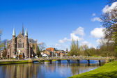 Bridge to church, Alkmaar town, Holland, the Netherlands — Stock Photo