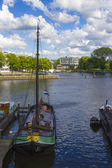 Many ships parked near the shore in Amsterdam — 图库照片