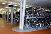 Podziemny parking rowerów, haarlem, holandia — Zdjęcie stockowe