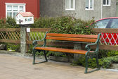 Wooden bench in along the street, Reykjavik — Foto Stock