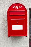 在冰岛的现代红色邮箱。水平的射击 — 图库照片