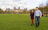Outdoor happy couple in love, Museum Plein, autumn Amsterdam bac — Stock Photo