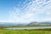 Beautiful lake against mountain background, Iceland, good summer — Stock Photo