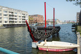Boats on the canal in East of Amsterdam city center — Stock Photo