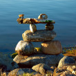 Inukshuk on Calm Water — Stock Photo