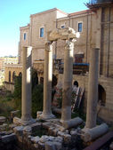 Downtown Beirut, ancient Roman Baths and modern buildings — Stockfoto