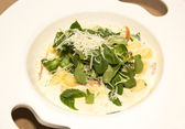 Gnocchi with cream sauce in white dish — Stock fotografie