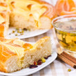 Pie, tea and slices of mandarin — Stock Photo