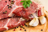 Raw beef steak with garlic — Stock Photo