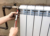 Real photo of installation of a radiator — Stockfoto