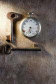 Pocket-watch and keys — Stock Photo