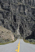 Highway heading toward dead end in gorge — Stock Photo