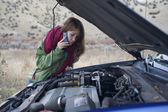 Teenage girl with a broken car — Stock Photo