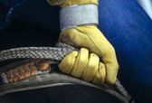 Glove of rodeo cowboy gripping rope — Stock Photo