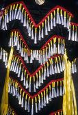 Danseur indien amérindien de pow-wow avec des cloches — Photo