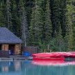 Boathouse and canoes, Banff National Park — Stock Photo