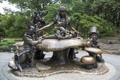 Alice in Wonderland statue, Central Park, New York City — Stock Photo