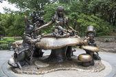 Alice in Wonderland statue, Central Park, New York City — Stock Photo