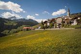 Mountain village, Tyrolean region of northern Italy — Stock Photo