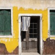 Run down house with peeling yellow paint — Stock Photo