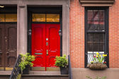 Red door, old New York City apartment — Stock fotografie