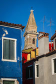 Leaning belltower and houses, Burano, Italy — Stock Photo