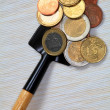 Foto Stock: COINS ON SHOVEL.