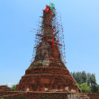 Old and ruined Chedi (Thai-styled stupas) being renovated — Stock Photo