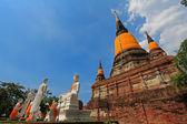 Un grupo de 5 discípulos, monjes, wat yai chai mongkol, ayutthaya — Foto de Stock