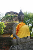 Old Buddha image sitting in front of stupa in Ayutthaya, Thailand — Stock Photo