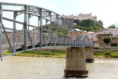 The Mozartsteg bridge over Salzach river in Salzburg — Stock Photo