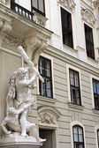 Statue of Hercules and Busiris at the gate of the Michaelertrakt — ストック写真