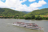 Tourists cruises along the Danube river, Wachau, Austria — Stock Photo