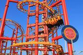 Volare, la montaña rusa voladora en el parque de atracciones wiener prater de viena — Foto de Stock