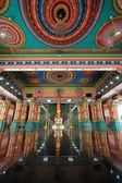 Wewnątrz hali głównej modlitwy w sri mahamariamman indii świątyni — Zdjęcie stockowe