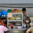 A man making noodles at noodle stall — Foto de Stock