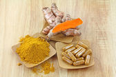 Turmeric rhizome, powder and capsules — Stock Photo