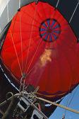 Balonu na ogrzane powietrze w dolinie świątyń w paestum — Zdjęcie stockowe
