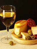 Bílá, sýr, salám a olivy 02 — Stock fotografie