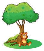 A bear sitting under a big tree — Stock Vector