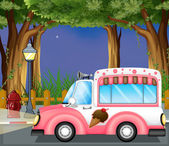 A pink ice cream car in the street — Stock Vector