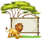 A lion looking at the bee — Stock Vector
