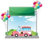 A pink ice cream bus near an empty green board — Stock Vector