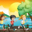 Three kids running at the port  — Stock Vector
