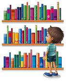 A boy in the library in front of the bookshelves — Stock Vector
