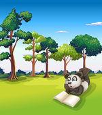 阅读一本书时躺在草一只熊猫 — 图库矢量图片