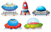 Flying saucers and a rocket — Stockvector